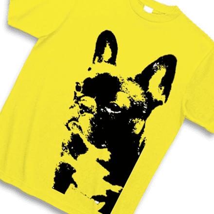 黄色ボディーの版画風ふれぶるTシャツ