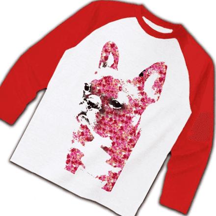 赤色のロングラグランTシャツ