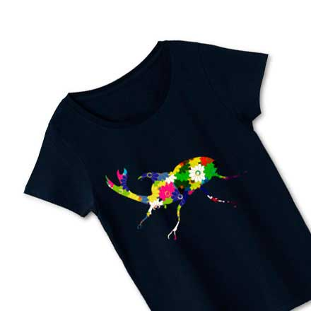 超おすすめ!ブラックボディカブト虫花柄レディースTシャツ