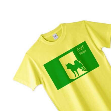 柴犬と非常口の面白シルエットTシャツ