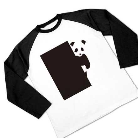 覗くパンダのラグラン長袖Tシャツ