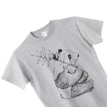 グレーの手描きパンダデザインTシャツ